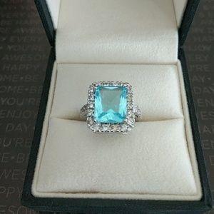 Jewelry - Stunning white gold aquamarine ring size 6